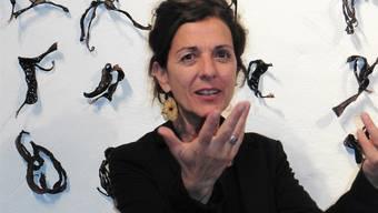 Dora Freiermuth an der Vernissage ihrer Ausstellung.