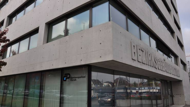 In Oberengstringen mehrfach tätlich geworden. Jetzt ordnet das Bezirksgericht Dietikon stationäre Massnahme an.