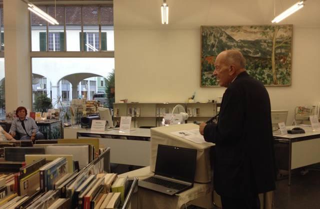 Prof. Dr. Hans-Rudolf Dürrenmatt bei seinem Vortrag über die Konzeption des Tonarchiv