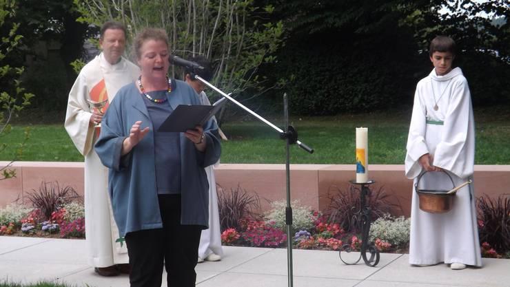 Ergreifende Worte von Pfarrerin Verena Salvisberg bei der Einsegnung des Gemeinschaftsgrabs.