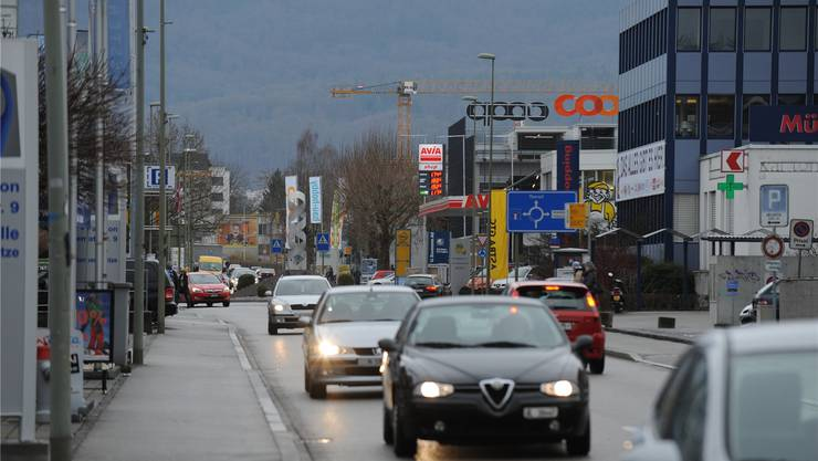 Die Strassen im Leimental, hier zwischen Oberwil und Therwil, sind oft verstopft.