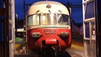 Blaue Stunde für die «Legende» im Depot der Bahn-Nostalgiker: TEE-Zug von SBB Historic in Olten.
