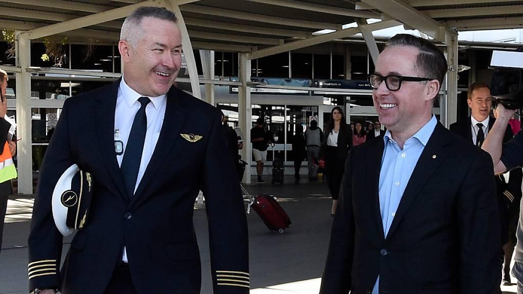 Ankunft nach 19 Stunden in der Luft: Qantas-Flugkapitän Sean Golding (Links) und Unternehmenschef Alan Joyce am Flughafen in Sydney.