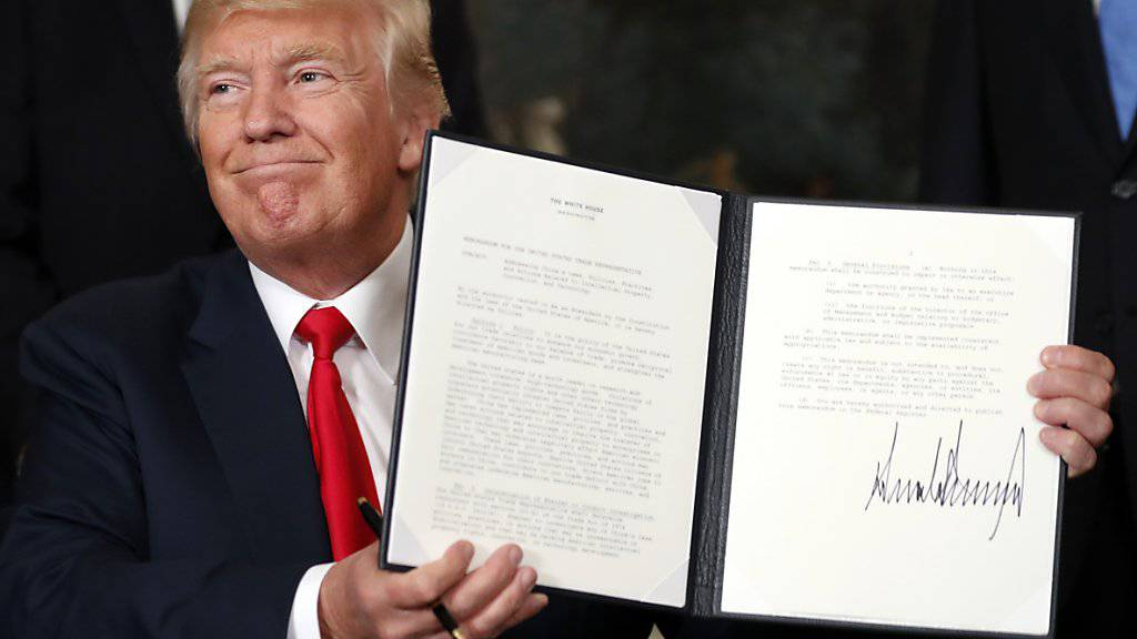 Mit der Unterzeichnung eines Memorandums weist US-Präsident Donald Trump die Behörden in Washington an, die chinesischen Handelspraktiken genauer unter die Lupe zu nehmen.