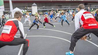 Dany Brand und Fausto Santini trainierten am UBS Kids Cup 2014 mit dem Nachwuchs