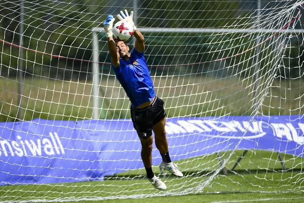 Ja, auch das kann er! Davide Callà versucht sich als Torhüter.