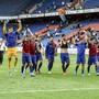 Der FCB jubelt mit seinen Fans über die Tabellenführung.