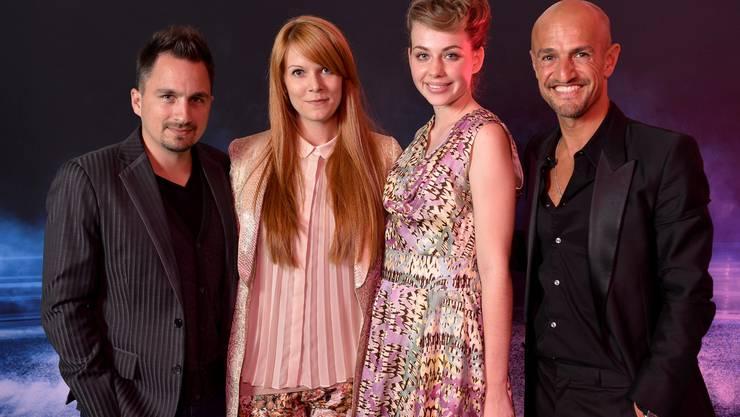 Die Siegerin Nicole Pezzullo posiert mit der Jury.