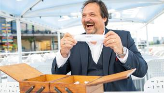 Peter Stalder auf seinem Flaggschiff, dem «Rhystärn». Aus dem Nähkästchen hat er den Begriff «Glück» gefischt.