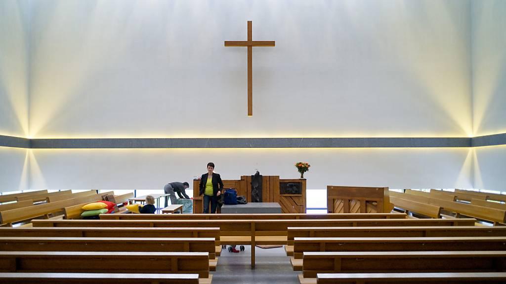 Der 61-jährige Pfarrer der reformierten Kirchgemeinde Jenaz/Buchen ist wegen Nichteinhaltung der Corona-Vorschriften fristlos entlassen worden (Themenbild)