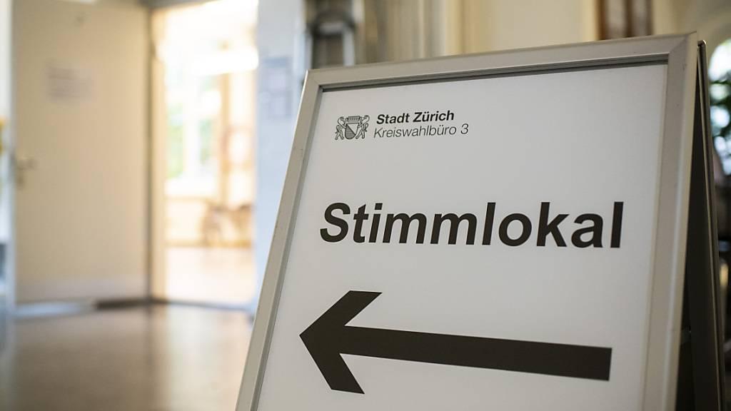 Das Schweizer Stimmvolk wird wohl über das Covid-19-Gesetz abstimmen. Das Referendum kommt laut dem Komitee sicher zustande. (Symbolbild)
