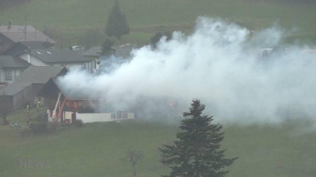Mehrfamilienhaus in Faulensee komplett niedergebrannt