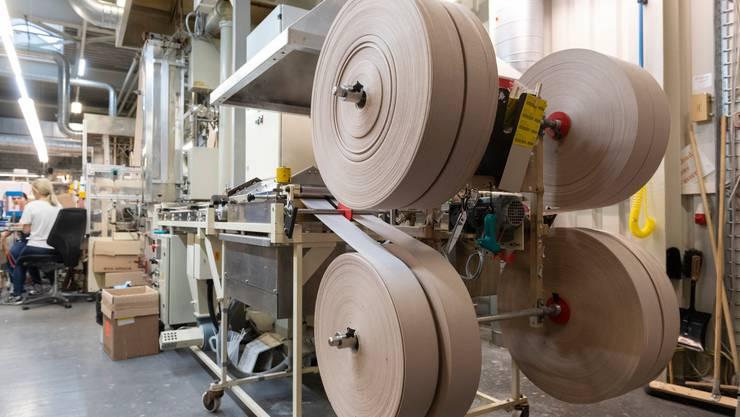 Neben Verbandmaterial will die Firma Wernli AG künftig auch Schutzmasken herstellen.