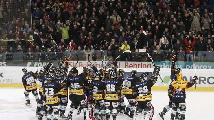 Die Berner Spieler freuen sich über den Finaleinzug.