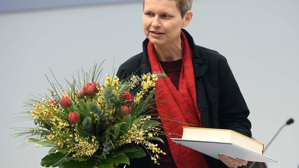 Die gebürtige Bielerin Eva Lüdi Kong hat den Preis der Leipziger Buchmesse in der Sparte Übersetzung erhalten. Lukas Bärfuss ging in der Sparte Belletristik leer aus.