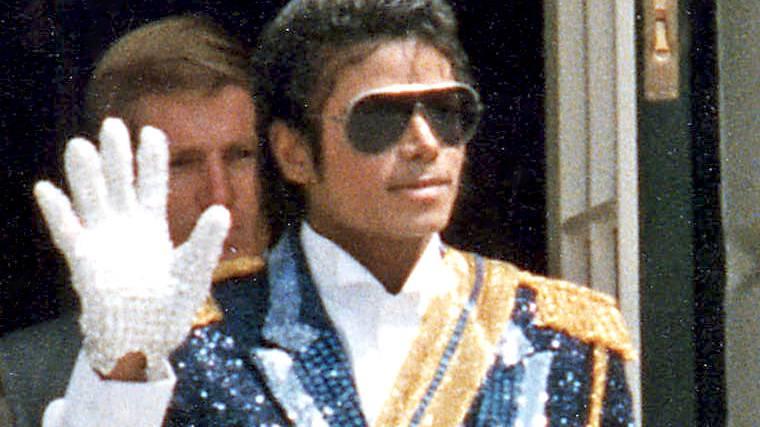 Michael Jacksons Handschuh und Konzertposter versteigert