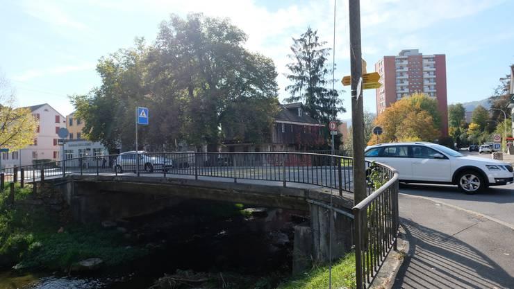 Die Brücke über die Reppisch im Dietiker Oberdorf muss erneuert werden.