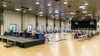 Auch in der grossen Halle ist es dem Einwohnerrat Wettingen zu riskant, denn ein Mitglied des Rats wurde positiv getestet. (Archivbild)