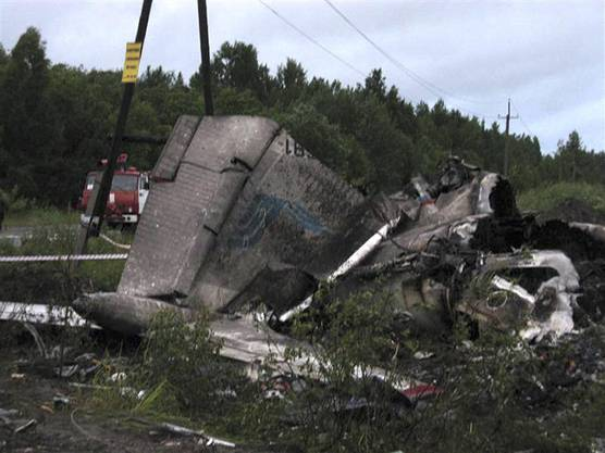 Die Maschine war gegen Mitternacht Moskauer Zeit in der Teilrepublik Karelien nahe der finnischen Grenze vom Radar verschwunden.