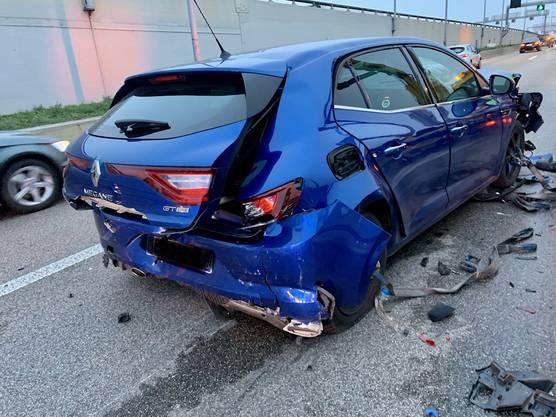 Die Autofahrerin prallte in ein anderes Auto.