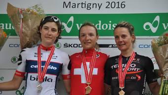 Doris Schweizer (Bildmitte) gewann in Martigny ihre fünfte SM-Goldmedaille, Zweite wurde Nicole Hanselmann (links), Jutta Stienen fuhr auf Platz drei.