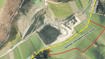 Das bewilligte Abbaugebiet auf Schmiedrueder Boden (rot eingezeichnet) misst rund drei Hektaren.