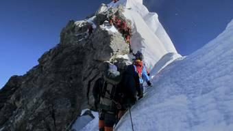 Wird günstiger: Bergsteigen auf dem Mount Everest (Archiv)