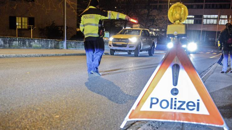 Ein Autolenker entzog sich in der Nacht auf Samstag einer Polizeikontrolle. (Symbolbild)