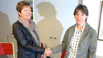 Die Leutwiler Steueramtsvorsteherin Heidi Bürgin (links) geht in Pension und übergibt ihre Aufgabe an Michaela Steffen in Dürrenäsch. tf