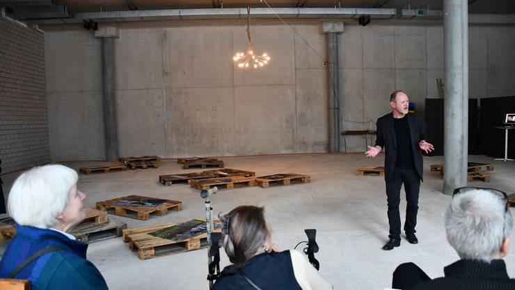 Im Campus der Fachhochschule Nordwestschweiz in Brugg-Windisch wird ein Gewerberaum neu als Galerie zwischengenutzt. Entstanden ist die Campus Galerie auf Initiative von Stephan Brülhart und Markus Cslovjecsek, die als Dozenten an der FHNW tätig sind.