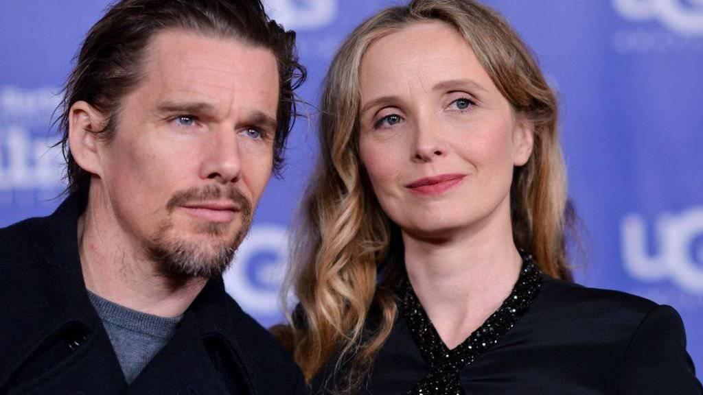 Julie Delpy - hier mit ihrem langjährigen Filmpartner Ethan Hawke - erhält die Auszeichnung «Europäischer Beitrag zum Weltkino» des European Film Awards. (Archivbild)