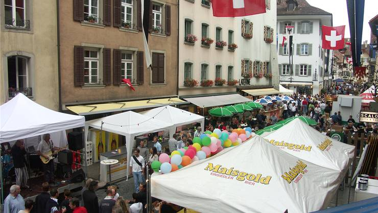 Bühnen, Bars, Besucher am Maienzugvorabend (Archiv).