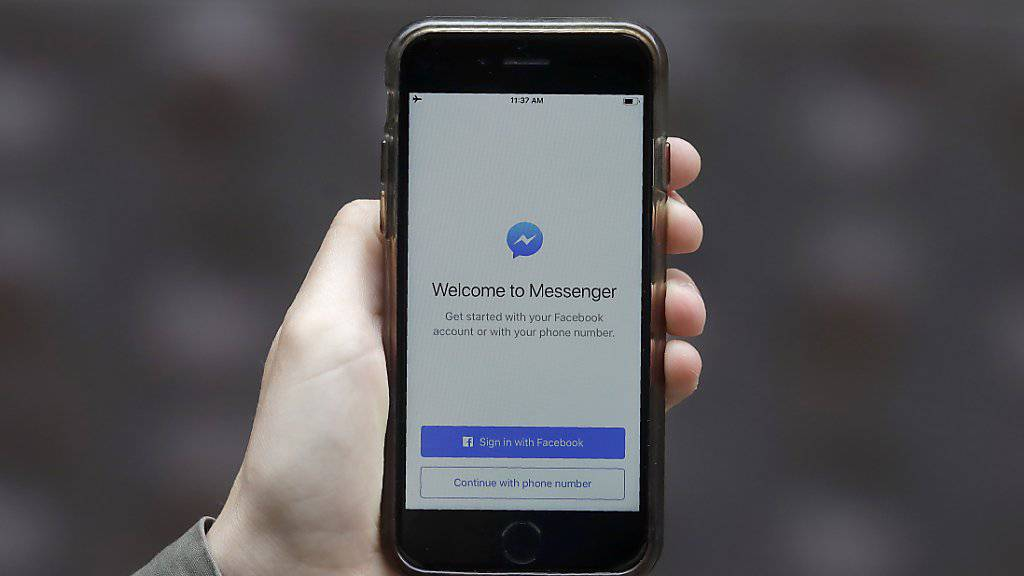Facebook liess Mitarbeiter Aufnahmen von Nutzern aus dem Chatdienst Messenger anhören und abtippen. Eine ähnliche Praxis herrschte auch bei Amazon, Apple und Google. (Symbolbild)