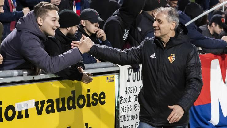 Marcel Koller geniesst den Handschlag mit den Fans.