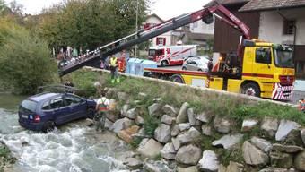 Selbstunfall in Gelterkinden: Lernfahrerin landet im Bachbett