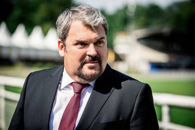 So kennt man den «Bestatter» aus der gleichnamigen SRF-Serie: Mike Müller (55) als Luc Conrad.