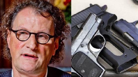 Geri Müller verlangt, dass Schweizer Haushalte ihre Waffen entrümpeln.