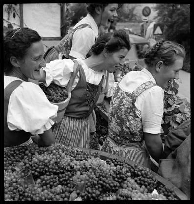 Ennetbaden zu Gast in Baden: Der Umzug zum Winzerfest 1953 begann vor den Toren der BBC an der Badener Haselstrasse.