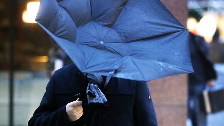 Heute sollte man besser auf seinen Schirm aufpassen. (Symbolbild)