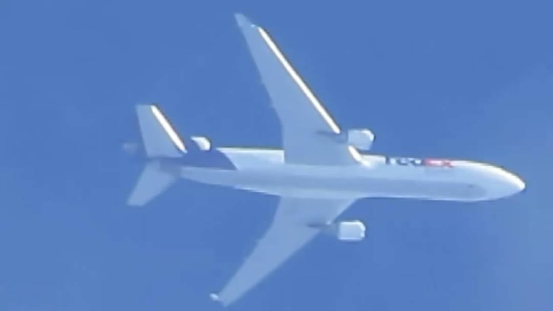 Unglaublich nah: Ein Flugzeug, verfolgt mit 200fachem Zoom.