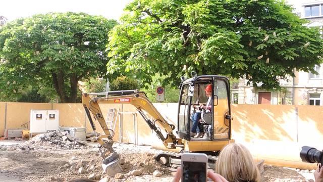 Spatenstich: Die Sanierung des Badener Kurtheaters hat begonnen