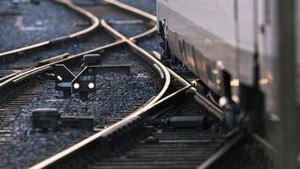 Der Ausbau soll es ermöglichen, das Angebot auf überlasteten Strecken im Fern- wie im S-Bahnverkehr zu verdichten und an die stark steigende Nachfrage anzupassen. (Symbolbild)