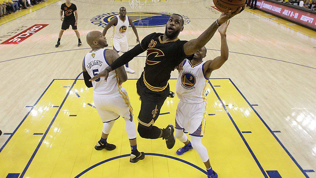 LeBron James (23) führte seine Cleveland Cavaliers mit 27 Punkten zum Sieg im entscheidenden siebten Spiel des NBA-Playoff-Finales.
