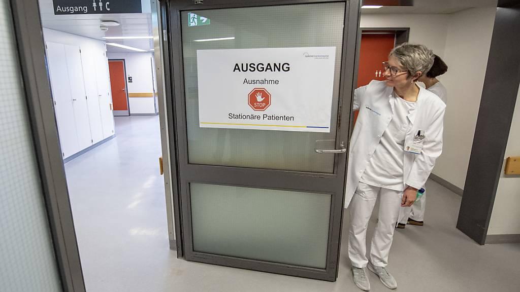 In den Luzerner Spitälern gilt wieder ein generelles Besuchsverbot. (Archivaufnahme)