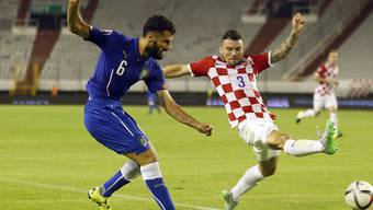 Penaltyschütze Antonio Candreva (links) gegen Kroatiens Danijel Pranjic