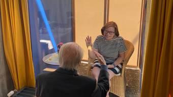 Für 30 Minuten einander sehen und über ein Telefon miteinander sprechen: Das ist ab Montag in Zürcher Altersheimen möglich.