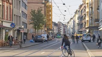 An der Klybeckstrasse, in der Nähe der Kaserne wurde am Donnerstag Abend ein älterer Mann ausgeraubt. (Archivbild)