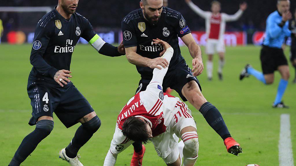 Real Madrids Captain Sergio Ramos (links) könnte nun auch in den Viertelfinals der Champions League fehlen