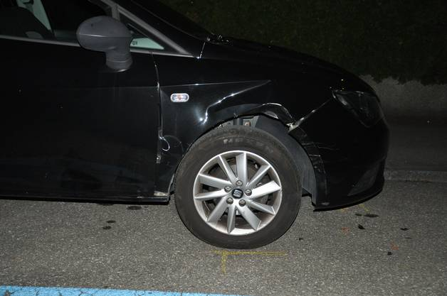 Bei der Flucht beschädigte er mehrere Fahrzeuge.