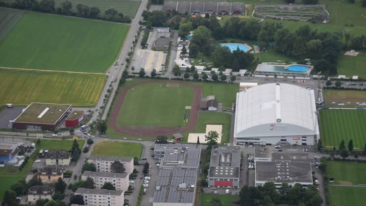 Mit einem Ausbau des Turnerstadions (Bildmitte/links) würde die Sportzone der Stadt aufgewertet.